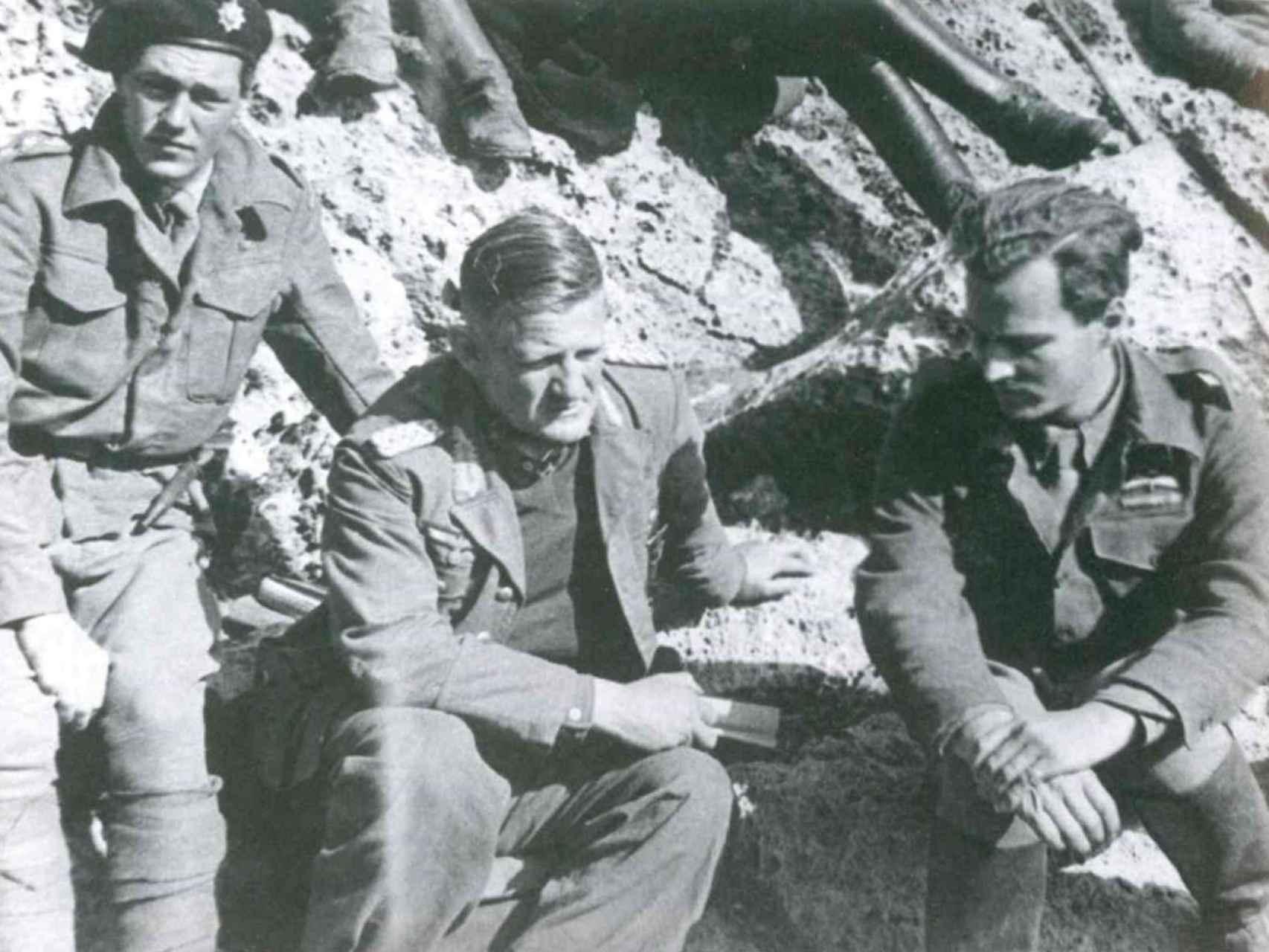 Moss, el general Kreipe y  Leigh Fermor, en abril de 1944
